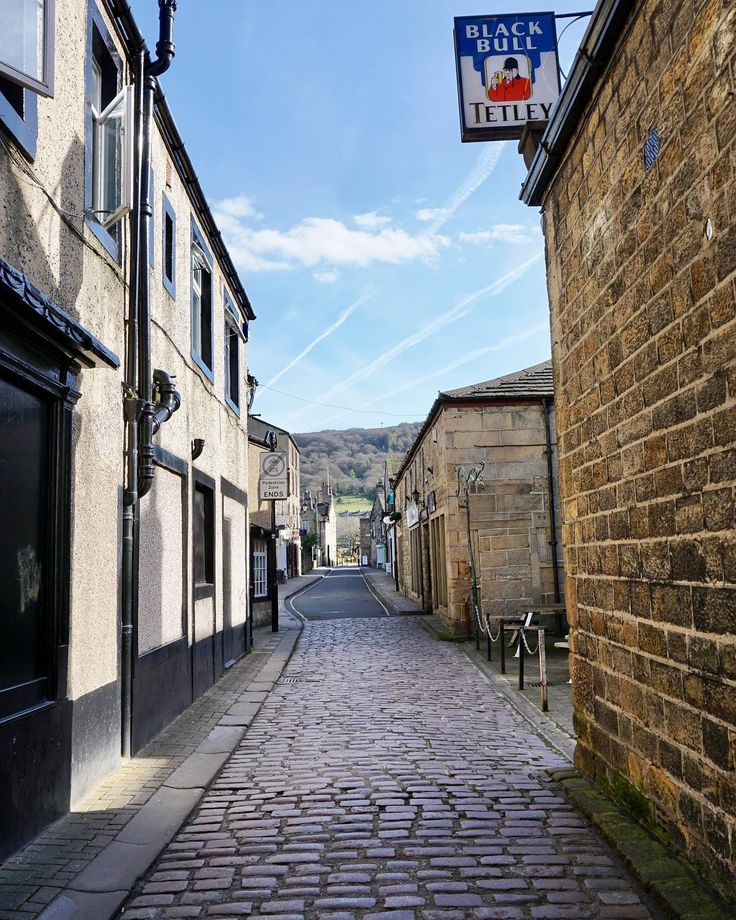 A little near #perspective down New Market in #Otley towards the #Chevin. #cobbles #street #urban #history #architecture #Tetleys #Leeds #IgersLeeds #Yorkshire #IgersYorkshire #England #IgersEngland #IgersUK #travel #tourism #tourist #leisure #life #SonyAlpha #SonyA6000 #SonyAlphaClub #Leeds2023