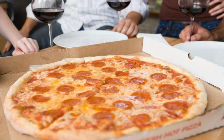 "Muslim man sues pizza chain for $100 million after being served 'halal' labelled pizza with pork pepperoni Sitemize ""Muslim man sues pizza chain for $100 million after being served 'halal' labelled pizza with pork pepperoni"" konusu eklenmiştir. Detaylar için ziyaret ediniz. http://xjs.us/muslim-man-sues-pizza-chain-for-100-million-after-being-served-halal-labelled-pizza-with-pork-pepperoni.html"