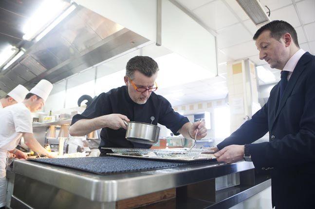 85 best restaurants 2 toiles au guide rouge michelin - Les cedres restaurant granges les beaumont ...