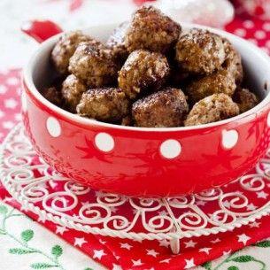 Hemgjorda köttbullar passar både till vardag, helg, jul och påsk. Här är ett klassiskt recept signerat stjärnkocken Melker Andersson.