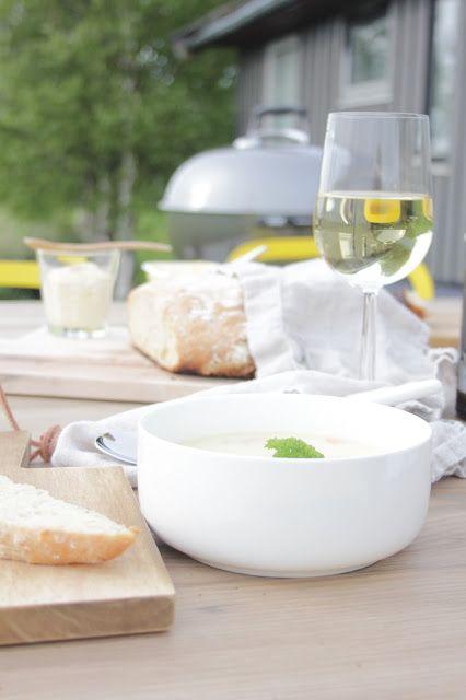 Fiskesuppe med nydelig ferskt brød stekt på grillen. Oppskrift på fiskesuppa finner du på bloggen.