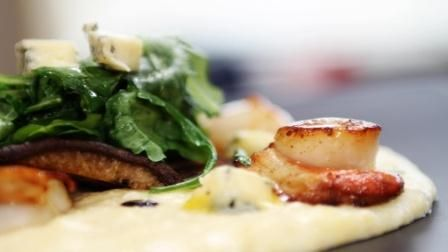 This Blue Cheese Polenta and Seared Scallops made by Geoff Scott on Food TV are the perfect light lunch. bit.ly/1FVcH7l