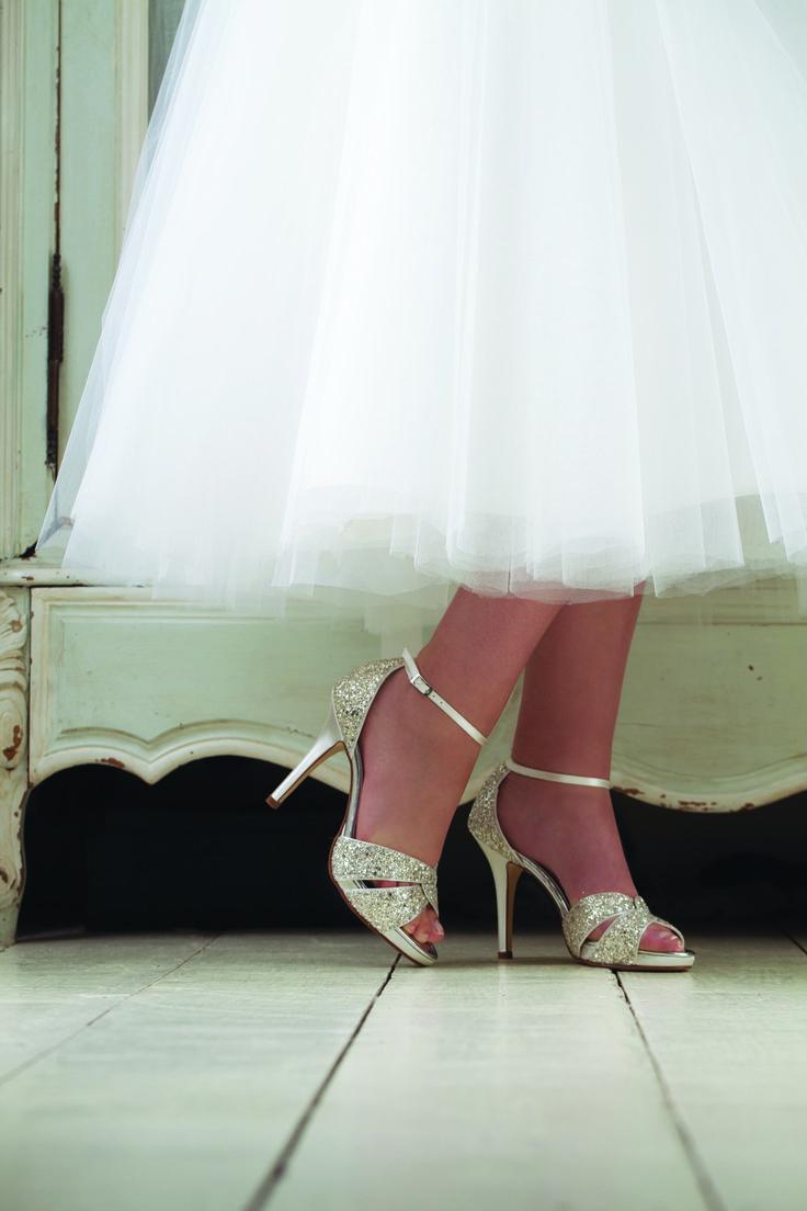 Brautschuhe Charlotte - funkelnde Eleganz mit silbrigem Glitter.