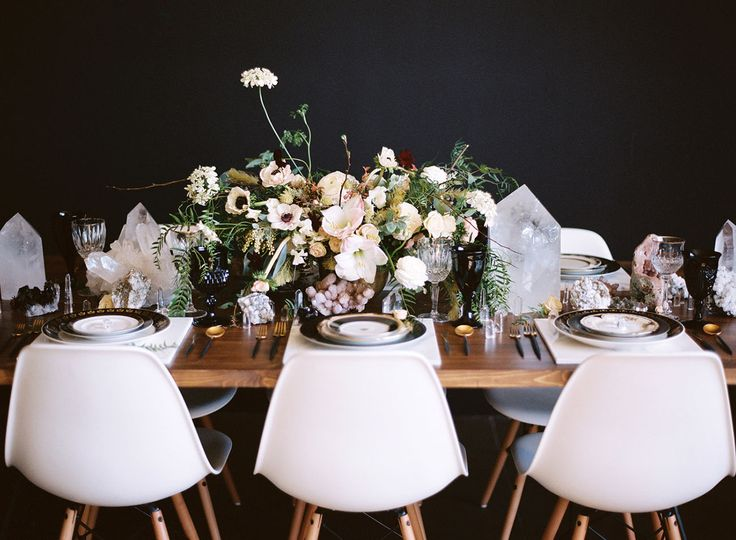 Today's editorial is a stunning departure from the geometric wedding theme you may have seen before. BecauseDiana Marie Photography+The Shift Creativeknew exactly how to take this beloved look in a fresh direction with an edgy, black backdrop, gleaming crystal accents, lush, muted florals + aglamorousoverall vibe. We're in love with the modern rental pieces fromBorrowed...