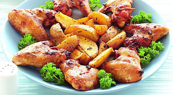 Хрустящие куриные крылышки впряной панировке сзапеченным картофелем
