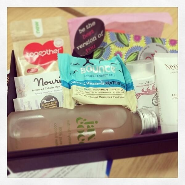Louise Hartrey @Louise Hartrey  1m A healthy delivery from @Latest in Beauty #100happydays pic.twitter.com/4HUoimzQky