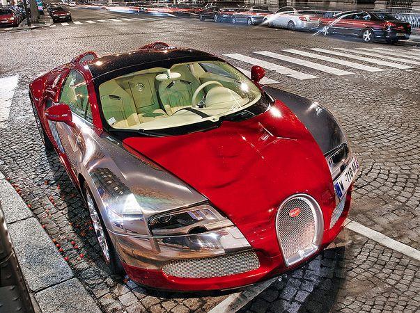Seductive Bugatti Veyron