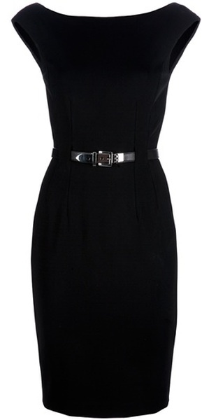 """Clássico:Little Black Dress(Pretinho Básico);Misterioso,chique e inesquecível,em sua simplicidade,deixa você elegante.O Little Black Dress nasceu da praticidade. As mulheres """"inventaram"""" o vestido quando precisaram de uma peça elegante, mas também versátil e confortável.Porém foi Chanel quem perpetuou a lenda, ao criar em 1926 o seu modelo """"Ford"""". Um pretinho que se mantém elegante até hoje."""