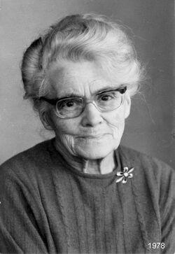 """Marie Fischerová-Kvěchová (24. března 1892, Kutná Hora, Rakousko-Uhersko – 2. června 1984, Černošice, Československo) byla česká malířka a ilustrátorka. """"Poupata""""..."""