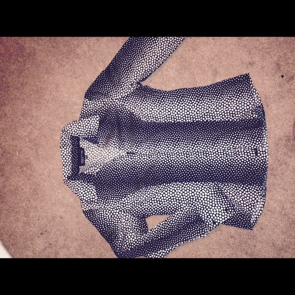 Jones NY zip front fitted dress shirt sz S Black and white retro polka dot print. Zips up or down Jones New York Tops