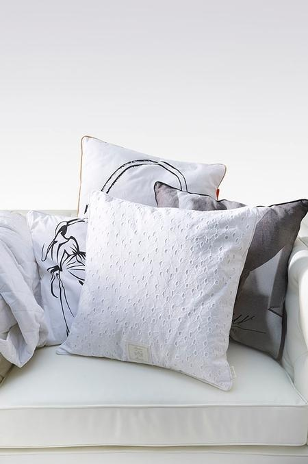 Pillows love the lace crochet one & 244 best Pillows images on Pinterest | Cushions Linens and Pillow ... pillowsntoast.com
