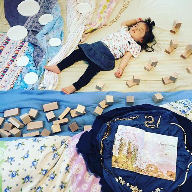 #寝相アート #寝相絵本アート ・  #スイミー #レオレオニ #leolionni #1年ぶりのスイミー #腕がちぎりパンじゃなくなってる…涙 #ユニクロ…