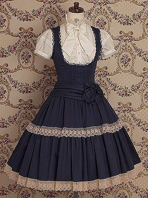 É uma roupa bonita, indica um ar de inocência e doçura. Além do que, não é vulgar e nem tão simples. É no ponto certo.