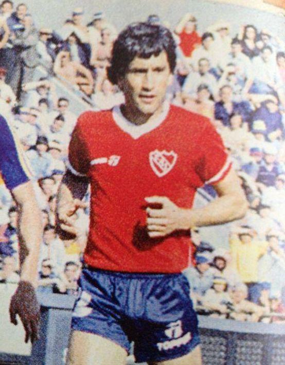 HUGO EDUARDO VILLAVERDE Zaguero central entre 1976 y 1989.- Campeon Nacional 1977 y 1978; Metropolitano 1983; Copa Libertadores 1984 e Intercontinental 1984