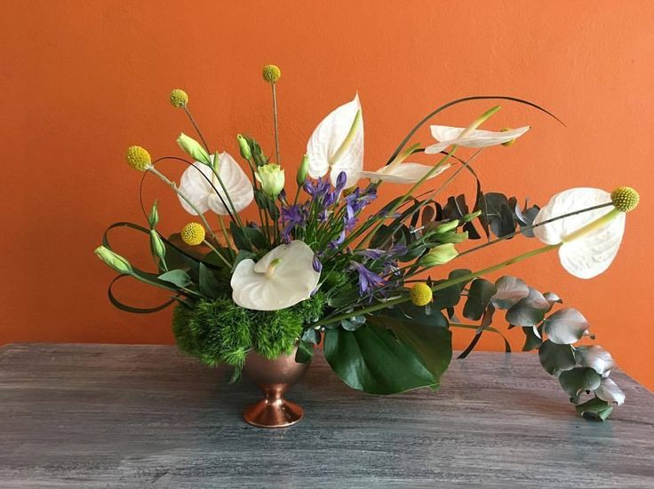 CBC379 wedding Riviera Maya gold vase with anthuriums and greenery varieties