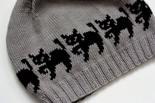 Witch cats hat by Christine de Savoie free pattern (several versions) on…