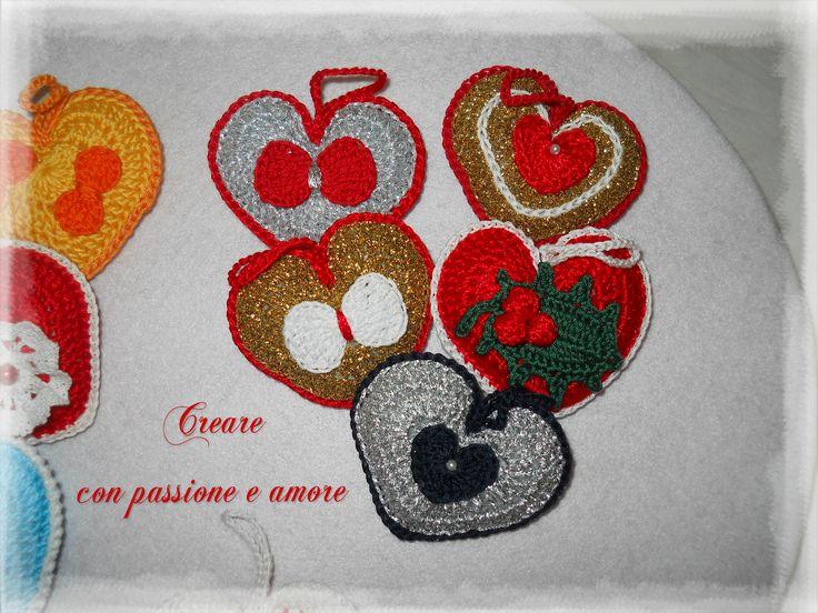 Cuori lavorati ad uncinetto by https://www.facebook.com/creareconpassioneeamore/  #creareconpassioneeamore #crochet #uncinetto #fattoamano #crocheting #cuore #heart #handmade #handmadeinitaly #handmadewithlove #lemaddine #madeinfacebook