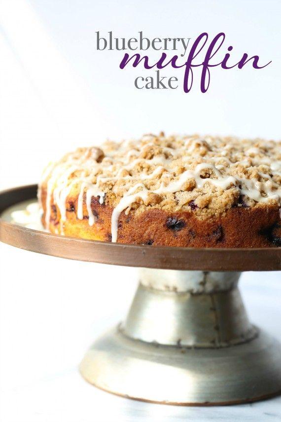 Esta Blueberry Muffin torta es un favorito de todos los tiempos!  Es suave, cargada con los arándanos y remató con la mejor crumble crujiente!