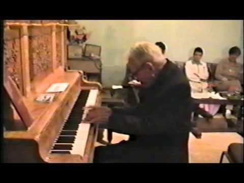 Homenaje Para el Padre Manuelito - YouTube