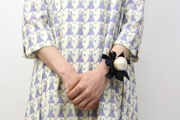 petti robe noire / cotton pearl ribbon bangle