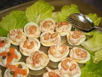Lekkere eitjes, gemakkelijk te maken. De eidooier laat je er gewoon in zitten. Op ons laatste feestje vlogen ze weg.