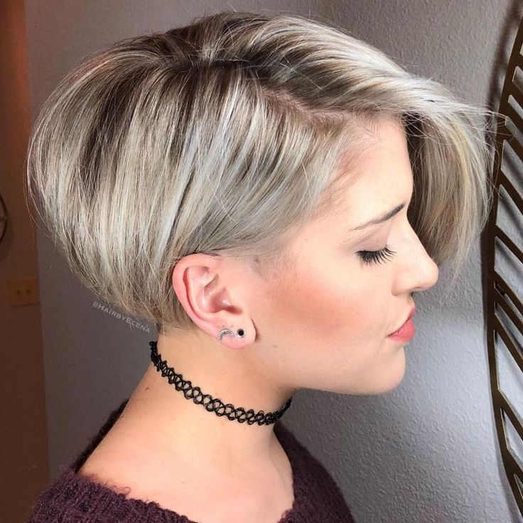 Bob Asymetrique Blonde Cendre Asymetrique Blonde Cendre Short Stacked Bob Haircuts Long Pixie Hairstyles Pixie Hairstyles