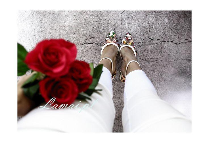 Białe szpilki w szpic- kolorowe kwiatki - czółenka C-15 - Sklep Lamai.pl