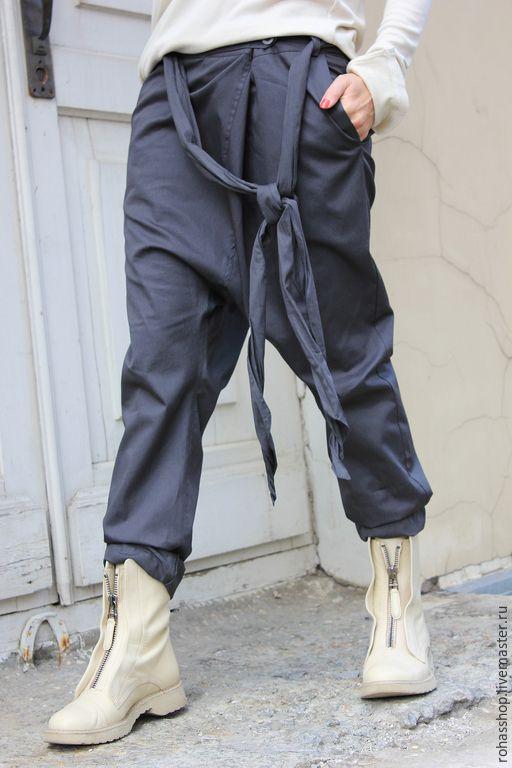 R00012 брюки из хлопка серые брюки модные брюки с мотней штаны с мотней хлопковые брюки стильные брюки дизайнерские брюки красивые брюки городской стиль свободные брюки casual