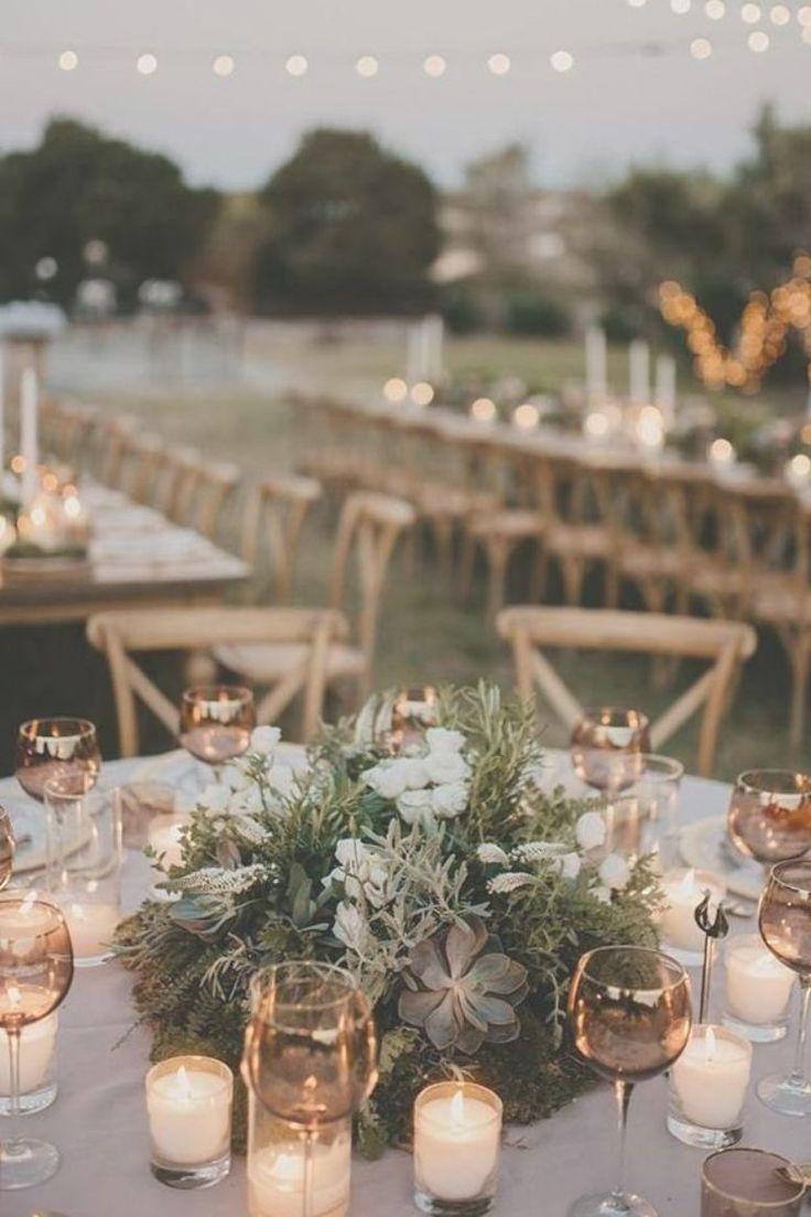 Hochzeit Tischdekoration rund mit viel Grün und Sukkulenten und Cadles paulinaw …   – wedding tables design