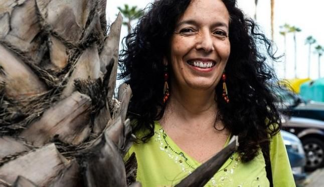 María Jesús Alvarado (1960) Canarias, España. Filmografía: http://www.silaencuentro.org/index.php/es/sila/participantes-sila-2011/744-maria-jesus-alvarado-.html Info: http://blogs.elpais.com/donde-queda-el-sahara/2016/12/sanmao-la-vida-es-el-viaje-documental-sobre-la-escritora-que-acerco-el-sahara-occidental-a-china.html DocusAlmacabra: https://www.youtube.com/user/DocusAlmacabra