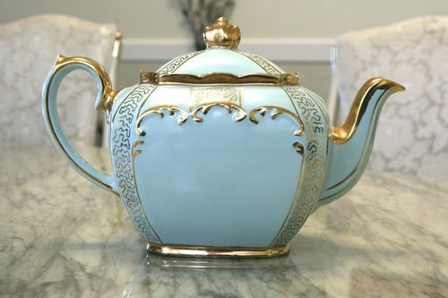 Vintage-Sadler-Light-Blue-Tea-Pot-with-Gold-Trim