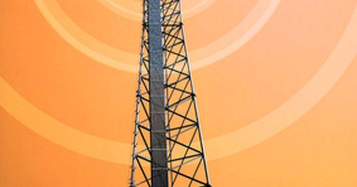 """Ventajas y desventajas de las comunicaciones de radio por microondas. Las señales de radio por microondas son ondas electromagnéticas con frecuencias altas (entre 500 MHz a 300 GHz) y longitudes de onda corta. Según el """"Sistema de Comunicación Electrónica: Fundamentos través del avanzado, 5 / e"""" aproximadamente el 35 por ciento de todas las comunicaciones terrestres se mantiene por los sistemas de radio enlace de ..."""