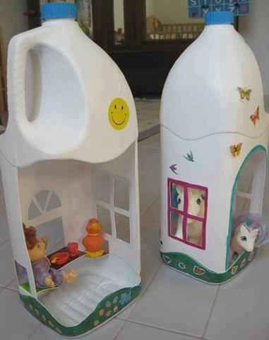 Casas de muñecas con material reciclado