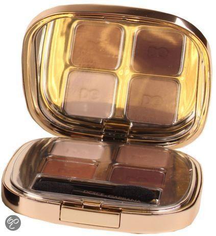 Dolce & Gabbana The Eyeshadow biedt 4 verschillende kleuren oogschaduw die varieren van mat en metallic tot satijn en parel. Met de verschillende kleuren kan een rokerig effect gecreeërd worden maar kan ook een betrouwbare doorschijnende kleur worden gecreeërd. De oogschaduw is verkrijgbaar in verschillende combinaties.