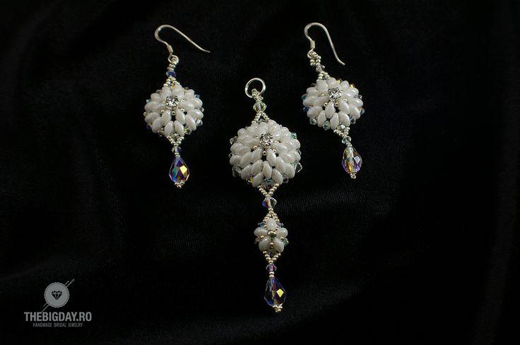 The Big Day   #1-0026 Set Swarovski White Flowers http://thebigday.ro/ #Swarovski #swarovskijewelry #jewelry #handmadejewelry #wedding #mireasa #bijuterii #cristale #bijuteriimireasa #nunta
