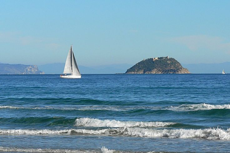 #Barca a #vela verso #L'isola #Gallinara. #Ceriale.
