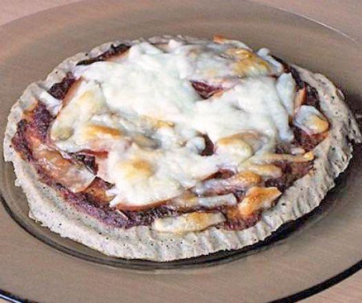 #projectlife pizzához: 1 db tojás 2 ek zabpehelyliszt 3 ek lenmagliszt 1 csipet sütőpor 1 csipet só A feltéthez: 3 ek paradicsomszósz 2 szelet sonka 1 marék reszelt sajt 1 gerezd fokhagyma bazsalikom só bors Az átszitált liszteket elkeverjük a sütőporral és a sóval, majd belekeverjük a tojást. Összegyúrjuk, kör alakúra nyújtjuk, majd sütőpapírral bélelt tepsibe tesszük. 180 fokra előmelegített sütőben 15-20 perc alatt megsütjük..... #diéta #pizza #follow…