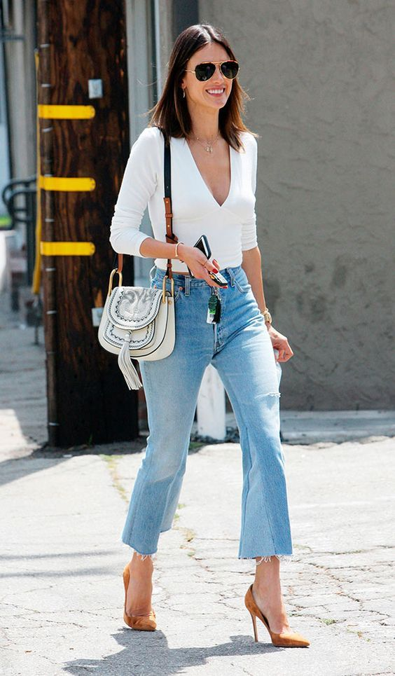 Alessandra Ambrosio, calça cropped, cintura alta,  blusa branca