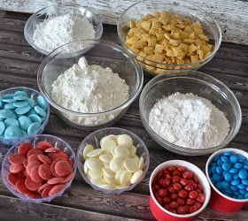 Red, White, Blue Puppy Chow Snack #Recipe. Red, White and Blue puppy chow recipe. Red, White and Blue desserts. Superheroes, M&M's, Captain America, M&M recipe. Recipes with M&M's