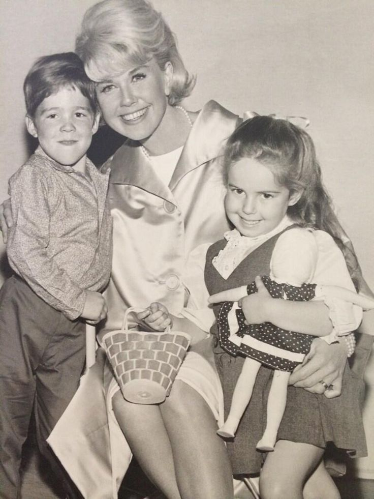 DORIS DAY With her on screen kids from the movie ( THE THRILL OF IT ALL )