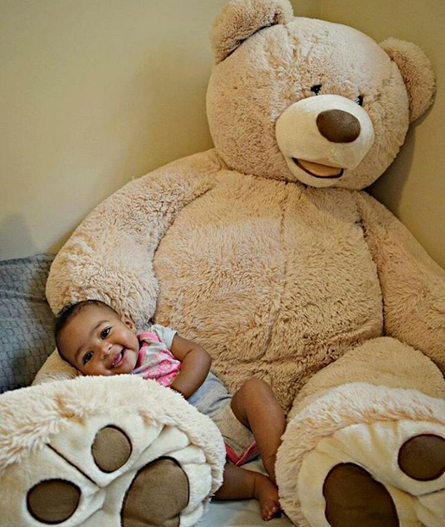 Apparently I missed the memo that yesterday was #nationalteddybearday so all of these adorable babies with bears are in my inbox! I'm sorry I dropped the ball yesterday but this cutie makes up for it today! : @mz_susu