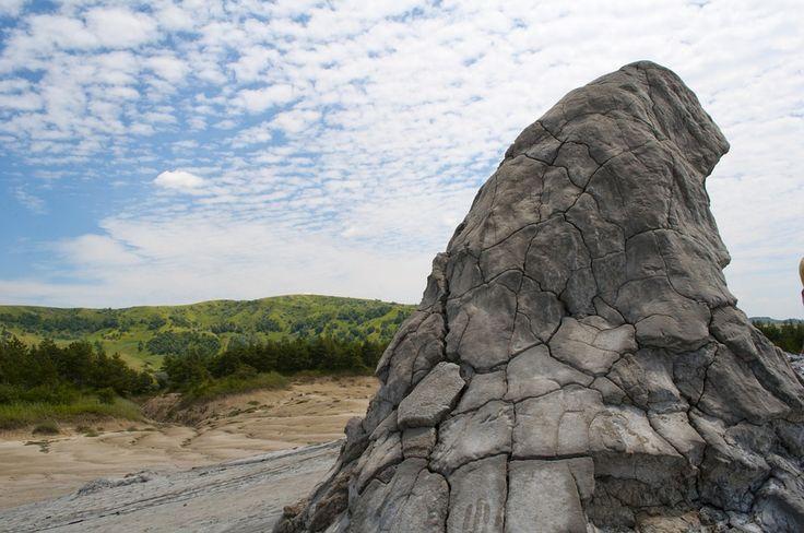 România ruptă de pe lună îți taie respirația. De ce să vizitezi Vulcanii Noroioși