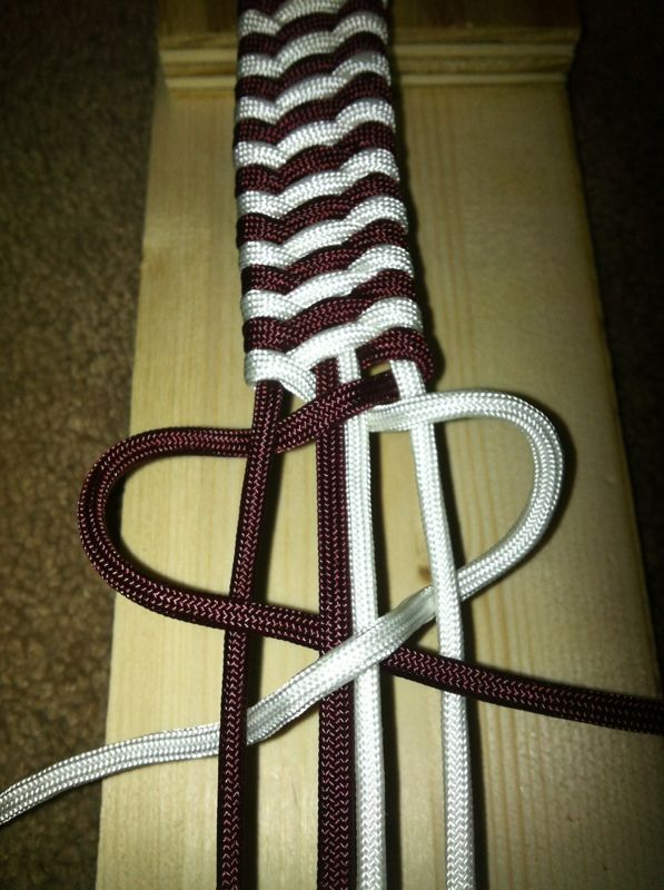 Paracord dog collar -- DIY. Two colors: this would work for a unity ceremony.