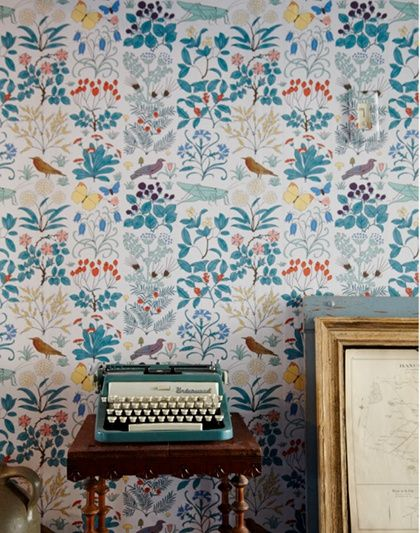 bird & leaf wallpaper, love that is appears as a stripeFloral Wallpapers, Interiors, Josef Frank, Vintage Typewriters, Wallpapers Pattern, Vintage Floral, Birds, Vintage Inspiration, Accent Wall