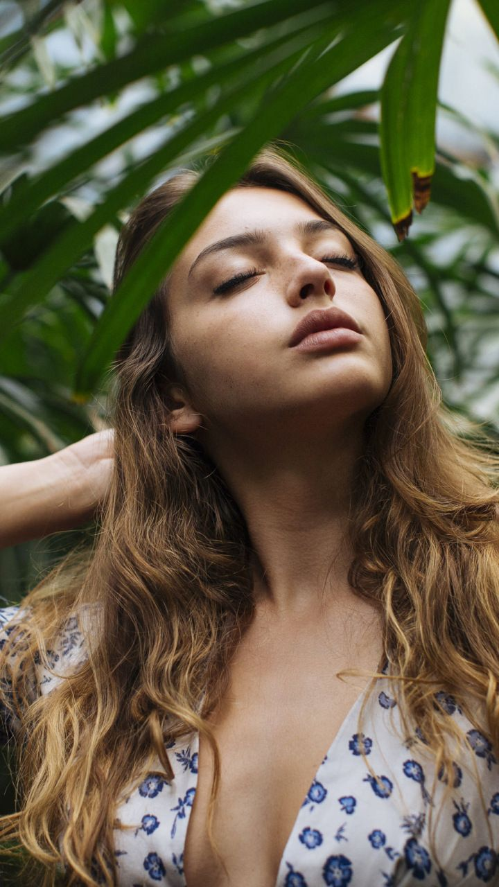 Celine Farach Eyes Closed 2018 720x1280 Wallpaper Celebrity Radio Wave Diagram Http Hollywoodbollywood Co In Hoadmin French Beauty Classic