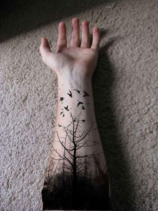 tatouage forêt avec abre et oiseaux avant bras homme                                                                                                                                                                                 Plus