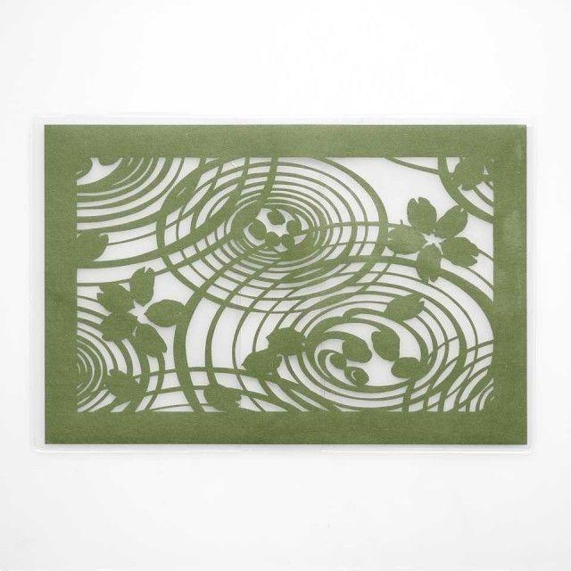 切り絵ブックカバー 渦 透明背景 抹茶の色渋紙 文庫本サイズ   iichi(いいち)  ハンドメイド・クラフト・手仕事品の販売・購入