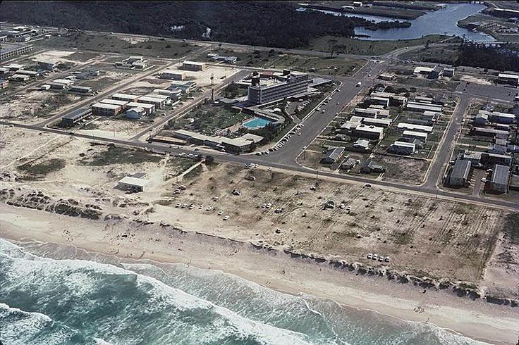 1956 Broadbeach. Lennons just opening, would later be called the Broadbeach International. Demolished in 1987, the area at the top of the pic is now Pacific Fair, with the Casino at the right. #goldcoast #beach #australia
