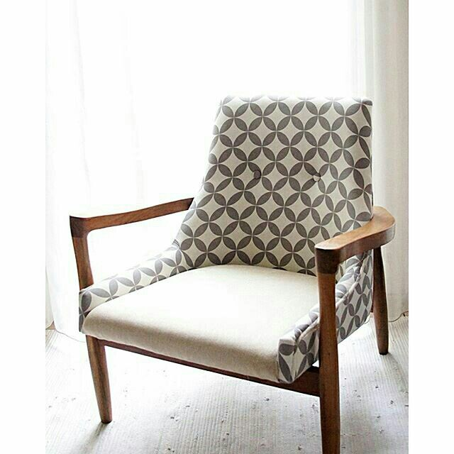 Vintage chair made from recycled old jatiwaringin wood.