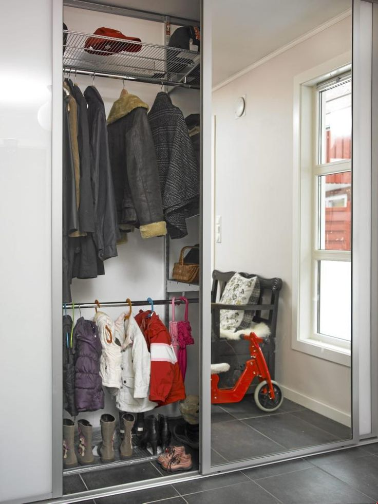 Gangen har god plass og smarte løsninger. garderobeløsningen ...